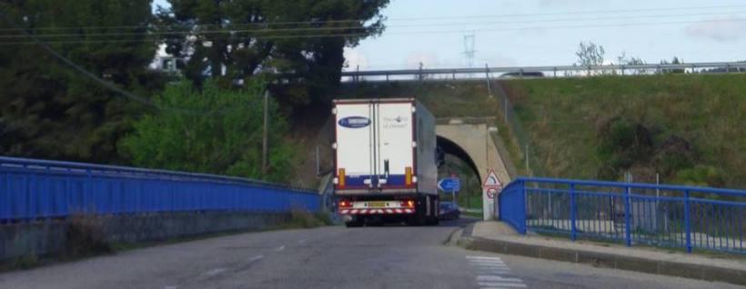 Camion sur le pont